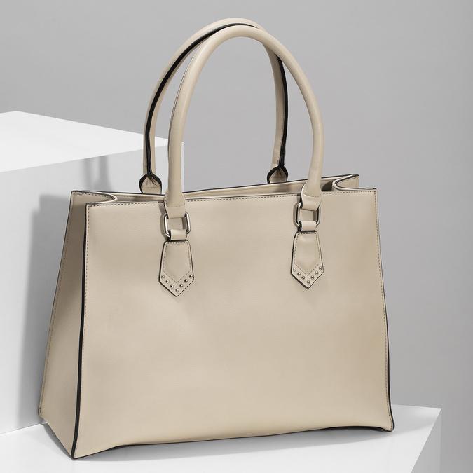 Dámska béžová kabelka s kovovými cvočkami bata, béžová, 961-8962 - 17